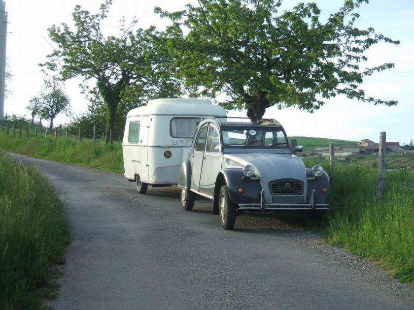 Attelage 2cv avec caravane